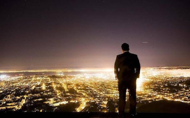 отличие фото парень думает о смысле жизни того, насколько правильно